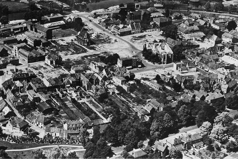 Gebombardeerd Doetinchem, gezien vanuit de lucht, maart 1945