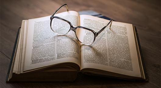 Historische Vereniging boek met bril