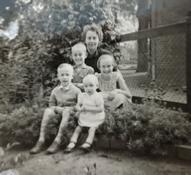 Wilma van der Hoogte met kinderen