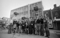 Groepsfoto van de medewerkers van de Graafschapbode